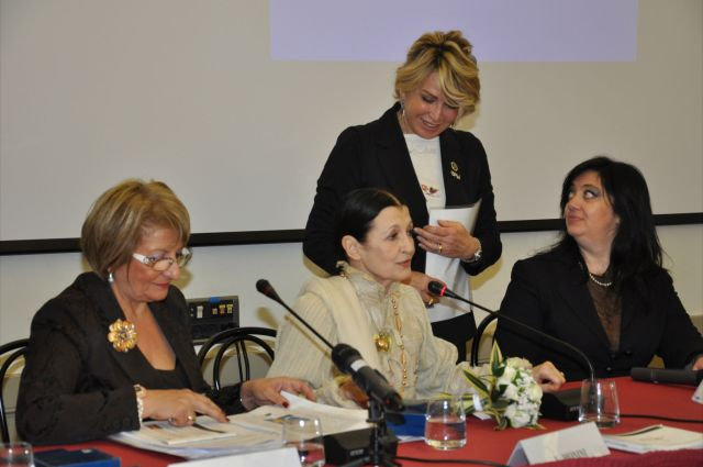 National Italian President Eufemia Ippolito, world-famous etolie Carla Fracci, the president of the prestigious Circolo Giornalisti di Milano which hosted the event.